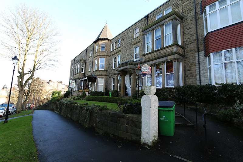 2 Bedrooms Flat for sale in 2 Kensington Apartments, 1 Valley Drive, Harrogate, North Yorkshire, HG2 0JJ