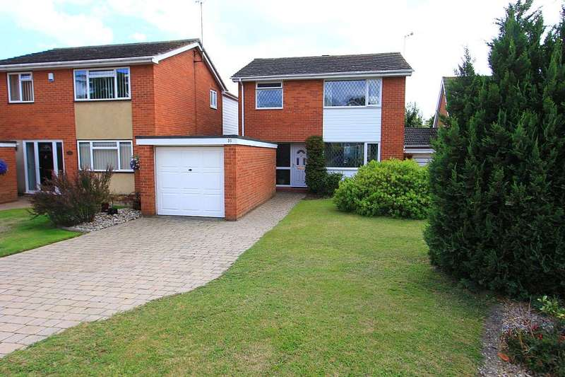 3 Bedrooms Detached House for sale in Marennes Crescent, Brightlingsea, Colchester, Essex, CO7 0RU