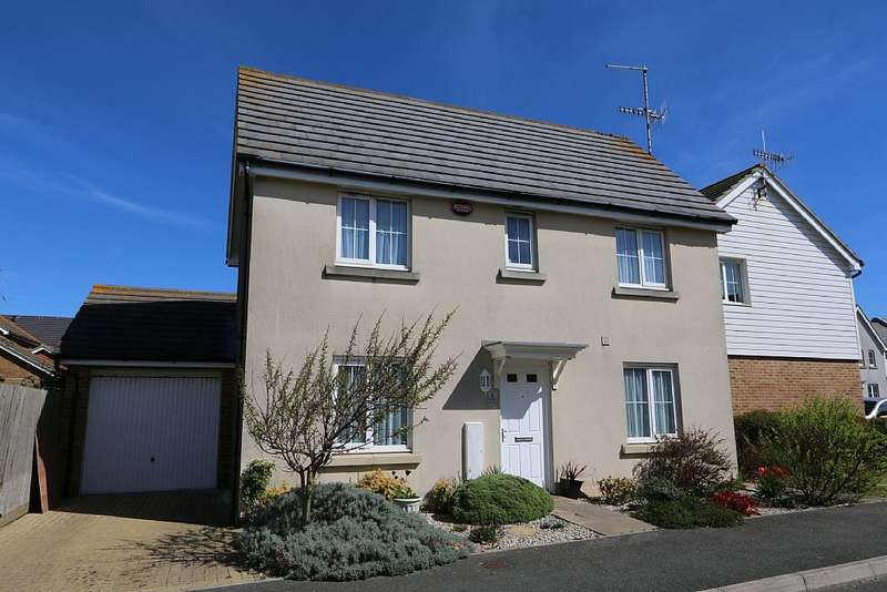 3 Bedrooms Detached House for sale in Roundhouse Crescent, Peacehaven, East Sussex, BN10 8GL