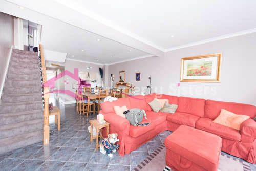 3 Bedrooms Terraced House for sale in Edgware, Edgware, HA8