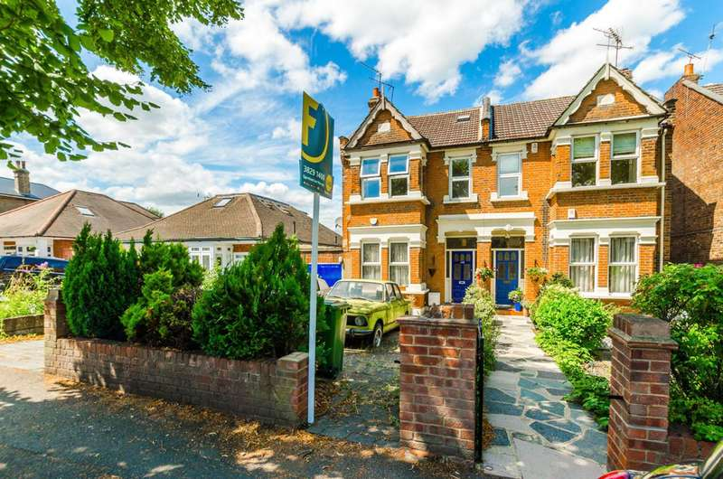 2 Bedrooms Flat for sale in The Avenue, Chingford, E4