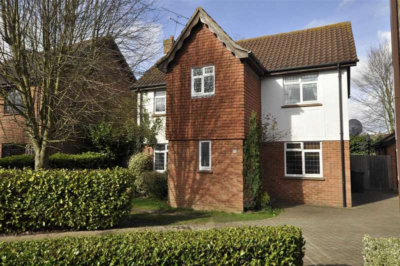 4 Bedrooms Detached House for sale in Beachs Drive, Chelmsford