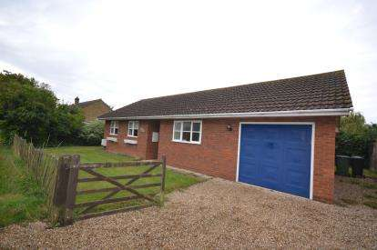 2 Bedrooms Bungalow for sale in Burnham-on-Crouch, Essex