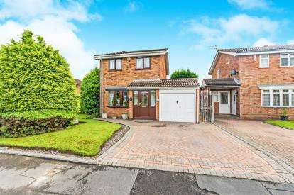 3 Bedrooms Detached House for sale in Highmoor Close, Coppice Farm, Willenhall, West Midlands