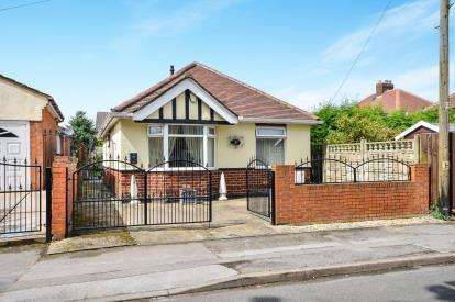 2 Bedrooms Bungalow for sale in Greensfields, Sutton-In-Ashfield, Nottinghamshire, Notts