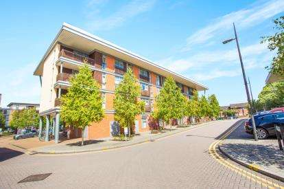 2 Bedrooms Flat for sale in Whippendell Road, Watford, Hertfordshire, .