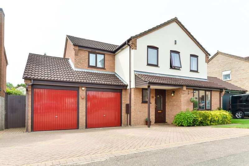 4 Bedrooms Detached House for sale in Pyghtle Way, East Hunsbury, Northampton, Northamptonshire, NN4