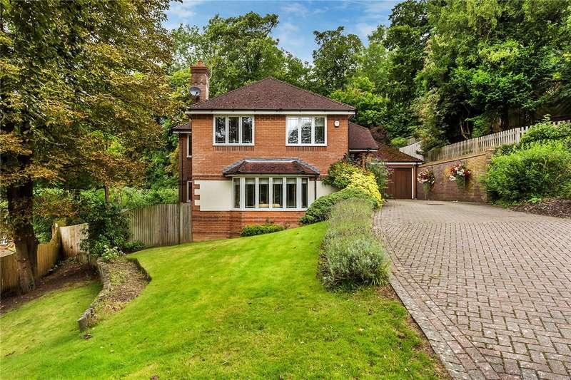 4 Bedrooms Detached House for sale in Deerswood Close, Caterham, Surrey, CR3