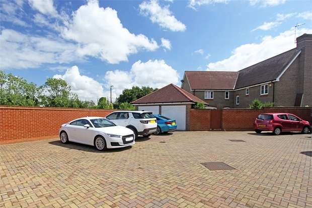 5 Bedrooms Detached House for sale in Tulip Walk, Sittingbourne, Kent