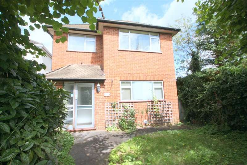 4 Bedrooms Detached House for sale in Newdigate Road, Harefield, Middlesex