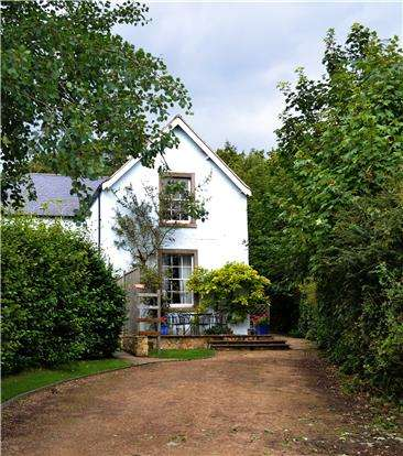 4 Bedrooms Semi Detached House for sale in Bath Road, Petty France, Badminton, GL9 1AF