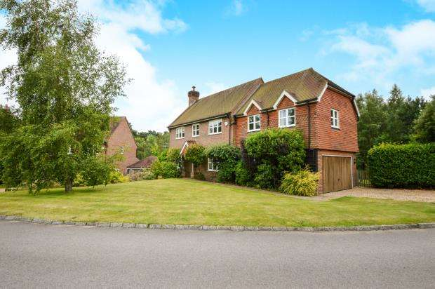 5 Bedrooms Detached House for sale in Midhurst, West Sussex, .