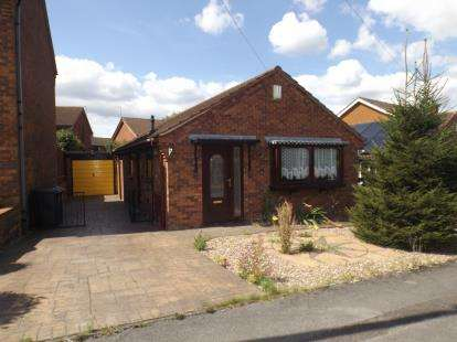 2 Bedrooms Bungalow for sale in Wychwood Road, Bingham, Nottingham