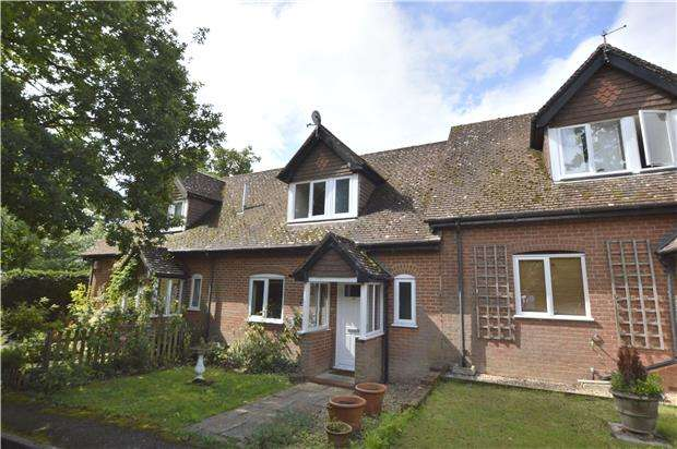 2 Bedrooms Terraced House for sale in Horsehill, RH6