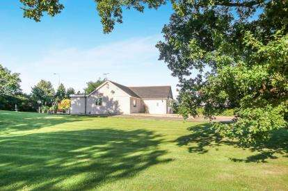 4 Bedrooms Bungalow for sale in Kelsterton, Flint, CH6