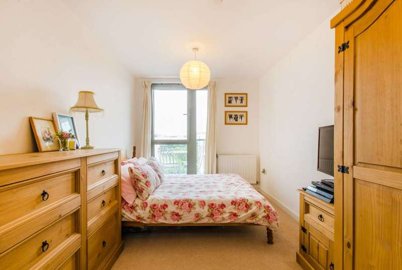 1 Bedroom Flat for sale in Booth Road, Royal Docks, E16