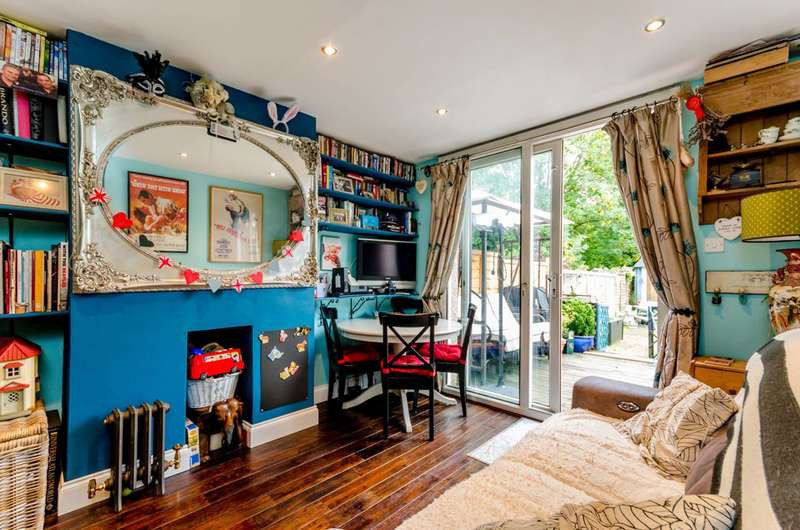 2 Bedrooms Maisonette Flat for sale in Holmesdale Close, South Norwood, SE25
