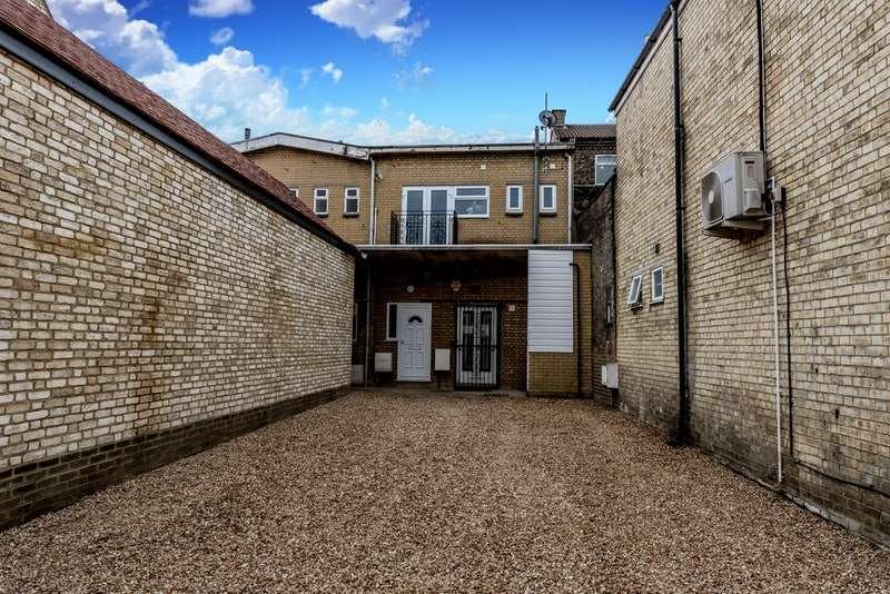 2 Bedrooms Maisonette Flat for sale in High street, Biggleswade, Bedfordshire, SG18