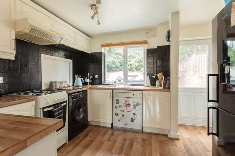 3 Bedrooms Semi Detached House for sale in Beverly close,Holton le clay, Grimsby, Lincolnshire, DN36