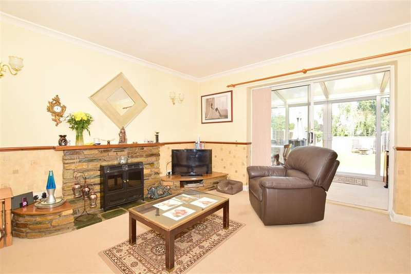 2 Bedrooms Terraced House for sale in Hurst Avenue, Horsham, West Sussex