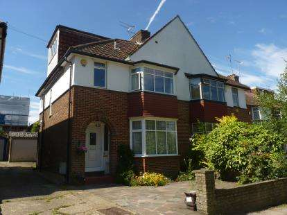 4 Bedrooms Semi Detached House for sale in Court Way, London