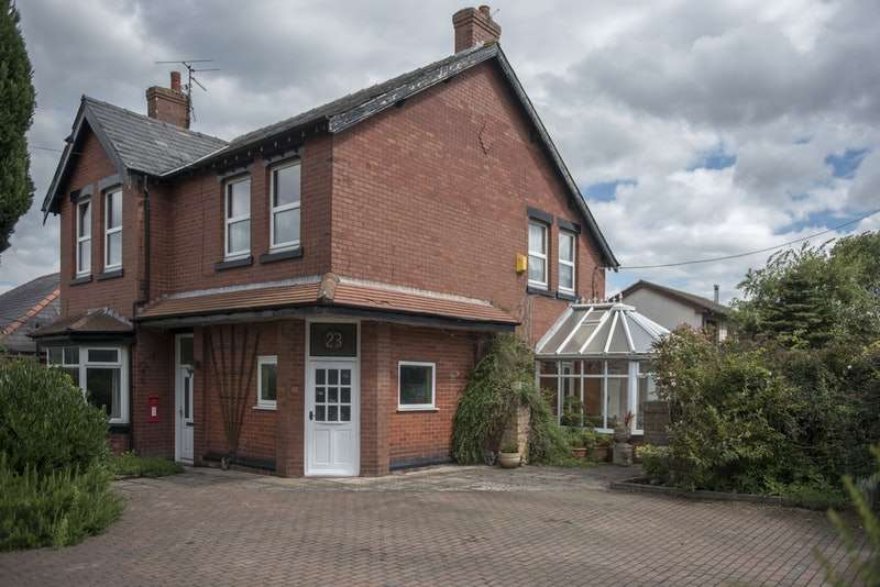 4 Bedrooms Detached House for sale in Bescar Lane, Ormskirk, Lancashire, L40