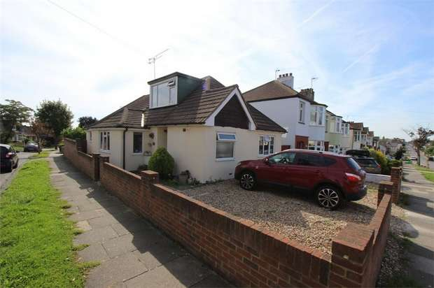 3 Bedrooms Chalet House for sale in 135 Blenheim Crescent, LEIGH-ON-SEA, Essex