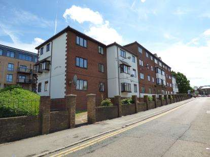 1 Bedroom Flat for sale in Harts Lane, Barking