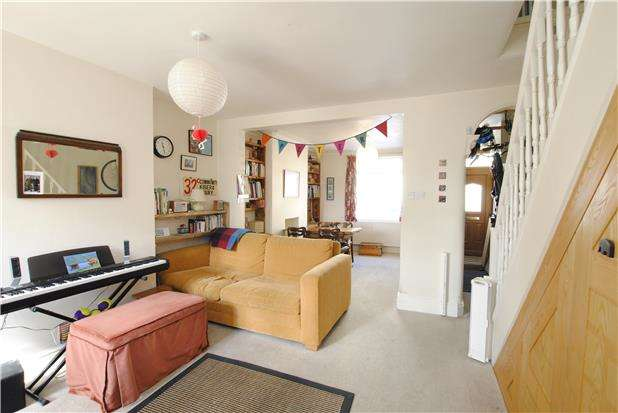 2 Bedrooms Terraced House for sale in Fairfield Place, Southville, Bristol, BS3 1LQ