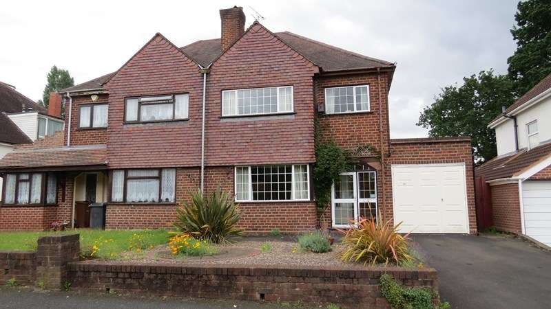 3 Bedrooms Semi Detached House for sale in Highlands Road, Finchfield, Wolverhampton
