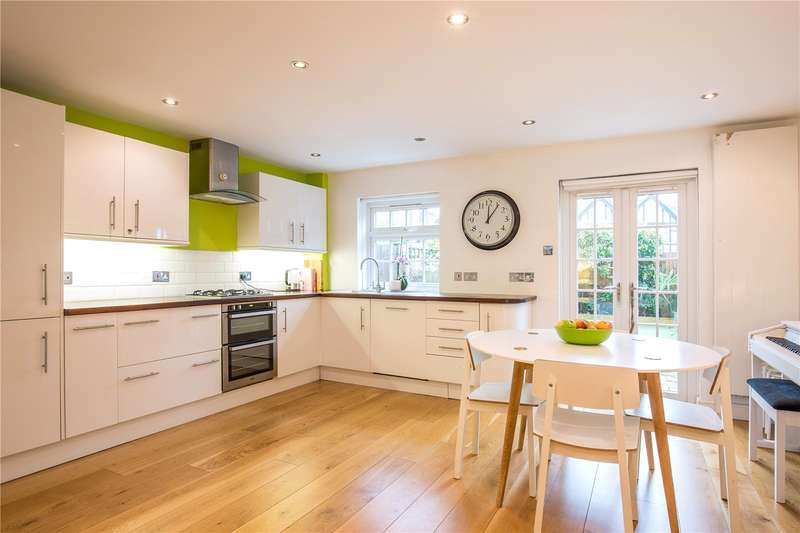 4 Bedrooms Terraced House for sale in Ashburnham Close, East Finchley, London, N2
