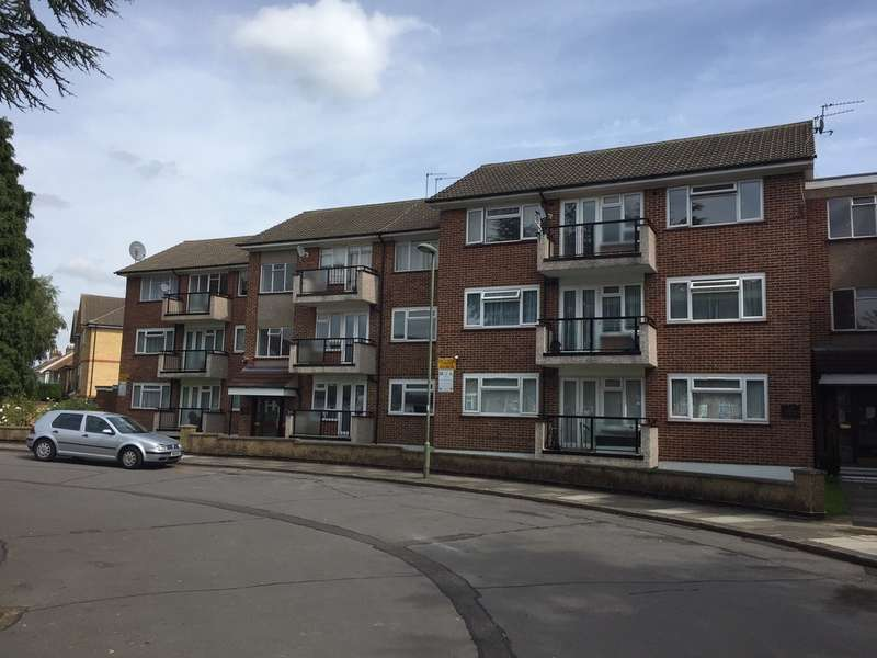 2 Bedrooms Flat for sale in ASHFORD COURT, EDGWARE