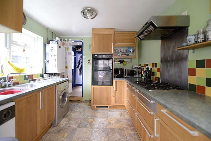 4 Bedrooms Terraced House for sale in De Montfort Road, Reading, Berkshire, RG1