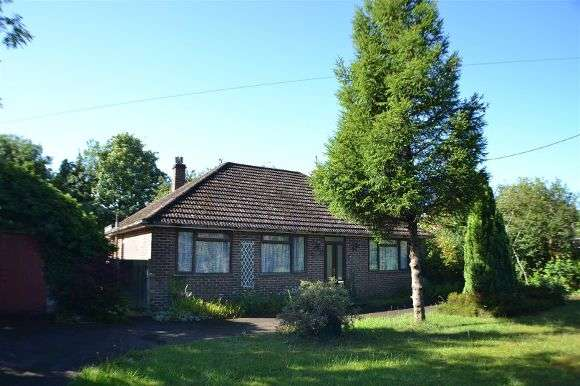 3 Bedrooms Detached Bungalow for sale in Silchester Road, Tadley