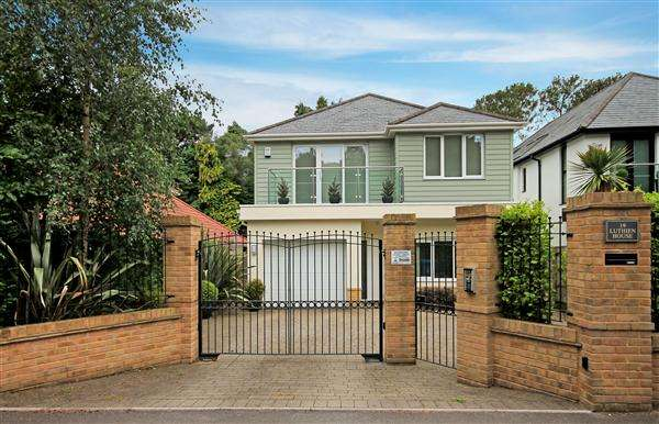 4 Bedrooms Detached House for rent in Lakeside Road, Branksome Park, Poole