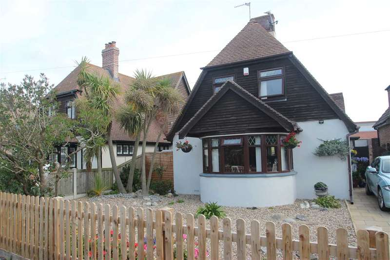 2 Bedrooms Detached House for sale in The Approach, Jaywick