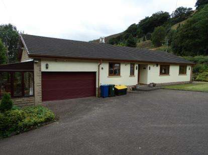3 Bedrooms Bungalow for sale in Scout Holme Terrace, Waterfoot, Rossendale, Lancashire, BB4