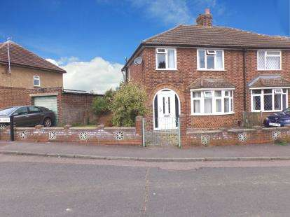 3 Bedrooms Semi Detached House for sale in The Glen, Kempston, Bedford, Bedfordshire