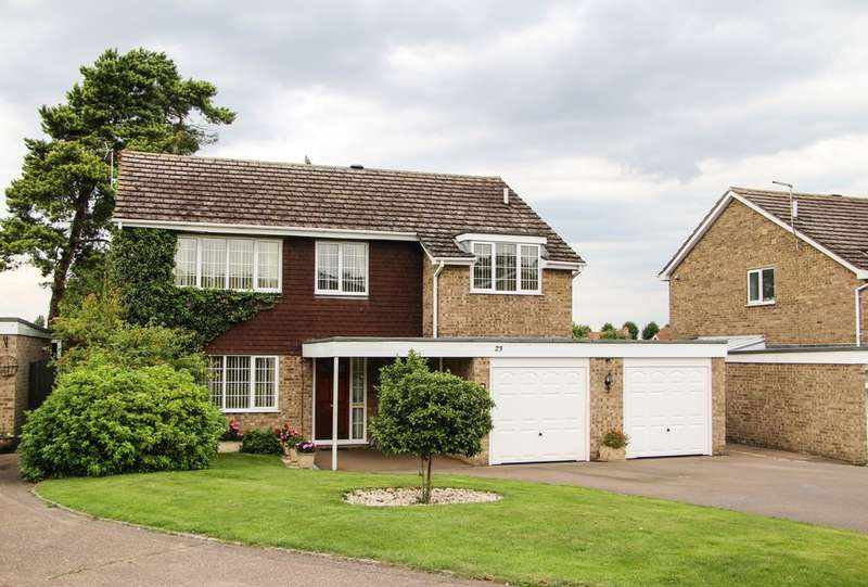 4 Bedrooms Detached House for sale in Selwyn Close, Newmarket