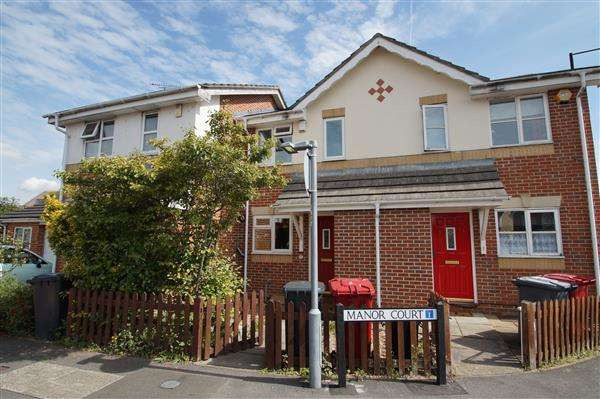 2 Bedrooms Terraced House for sale in Manor Court, Cippenham, Slough