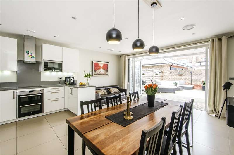 4 Bedrooms House for sale in Gillis Square, London, SW15