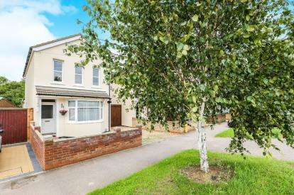 3 Bedrooms Detached House for sale in Harrowden Road, Bedford, Bedfordshire