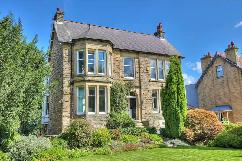 5 Bedrooms Detached House for sale in Mandalay, 32 Dore Road, Dore, S17 3NB
