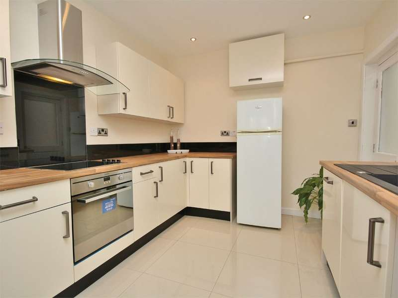 3 Bedrooms Detached House for sale in Lyell Road, Parkstone, POOLE, BH12