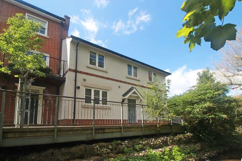 3 Bedrooms End Of Terrace House for sale in Ducking Stool Walk, Christchurch