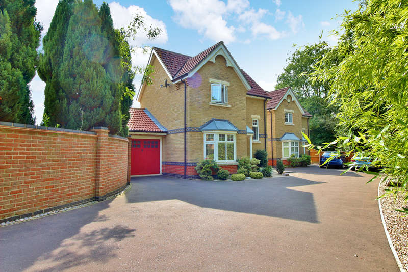 3 Bedrooms Detached House for sale in Oatfield Close, Horsford, Norwich