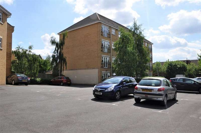 2 Bedrooms Ground Flat for sale in Scott Road, Edgware, Middlesex, HA8 5QR