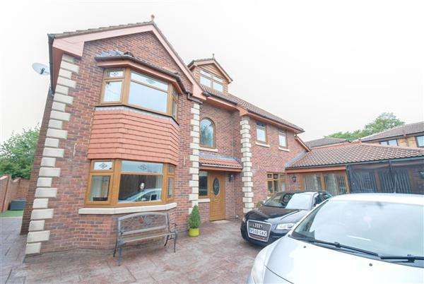 5 Bedrooms Detached House for sale in Farm Street, Heywood