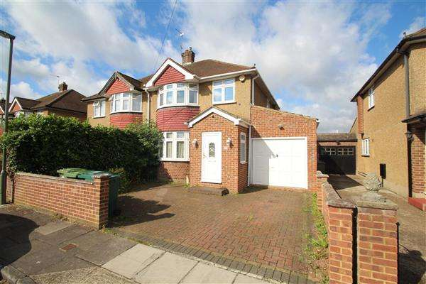 4 Bedrooms Semi Detached House for sale in Stanwell Gardens, Stanwell