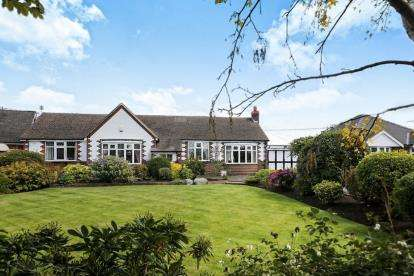3 Bedrooms Bungalow for sale in Chester Road, Winsford, Cheshire, England